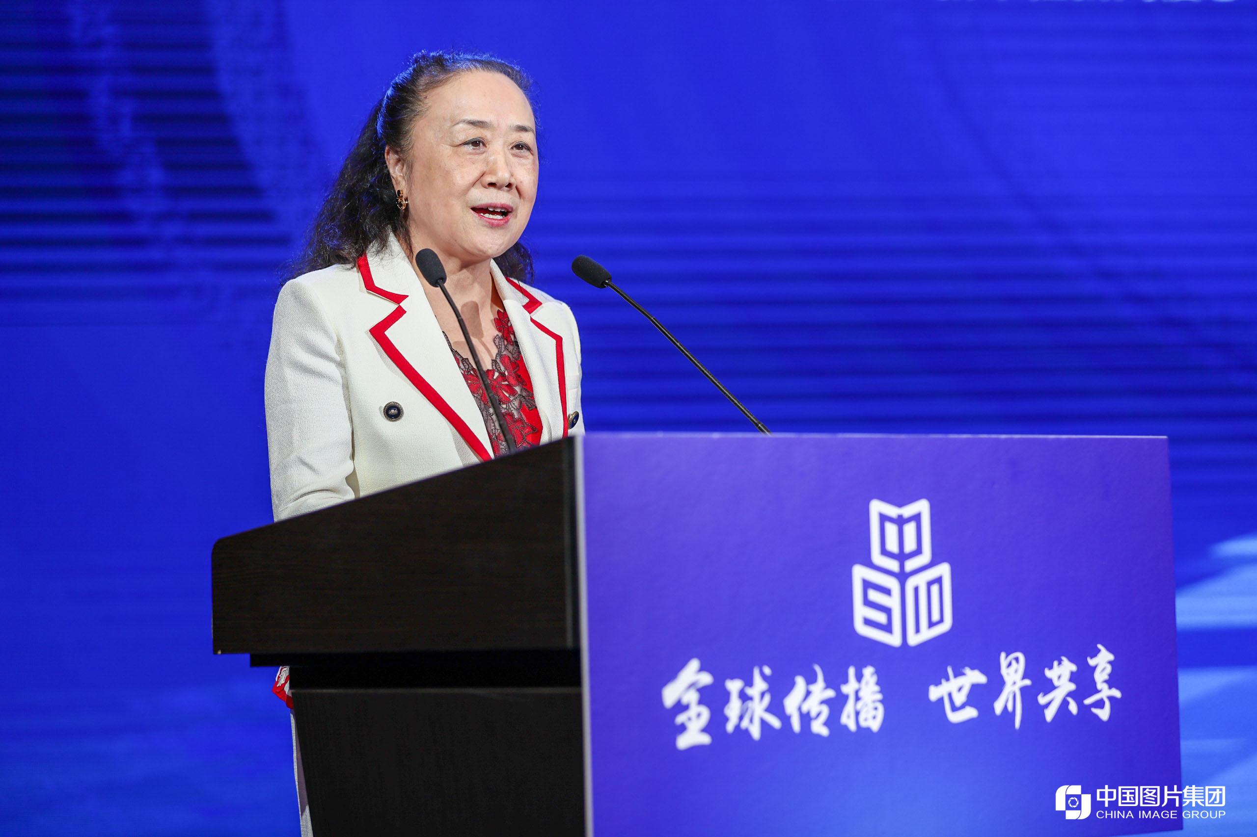 天士力控股集团总裁吴迺峰发言
